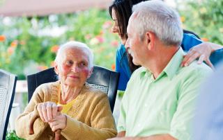 Opieka nad seniorem wymaga dużej wiedzy
